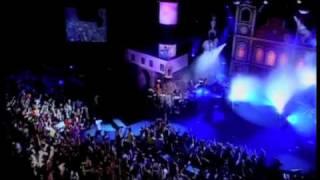 """Netinho cantando """"Baianidade Nagô/Prefixo de Verão"""" no seu primeiro DVD em 2007"""