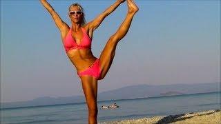 SEXY CHEERLEADER GIRL -  Stretching Legs in Bikini!
