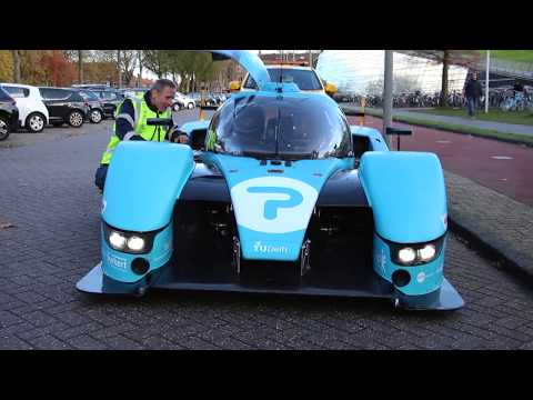 Hydrogen Student Race Driver from TU Delft calls road services (ANWB)