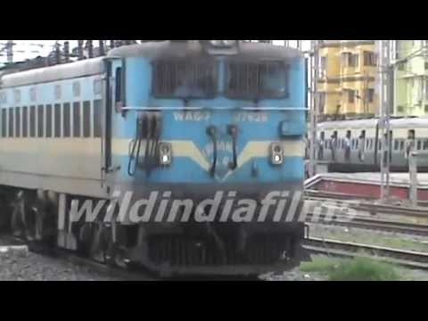 Lalgola passenger express-sealdha-murshidabad-kolkata-Indian railway entering DumDum station thumbnail