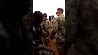 Les Marines US et les militaires du Niger en fête
