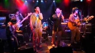 2010年11月14日に行われた「PCM」というバンドのライブ映像です。 太...