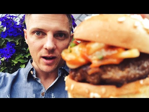 EATING THE WORLDS BIGGEST HAMBURGER IN LONDON?!