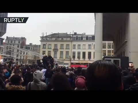 'Hundreds of youths' clash with police in downtown Brussels