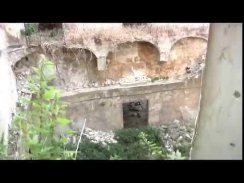 Una passeggiata tra i Sassi di Matera (ossa umane tra le rovine)