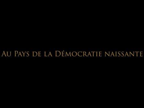 AU PAYS DE LA DÉMOCRATIE NAISSANTE