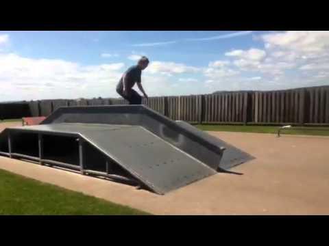 Boardslide on fun box rail