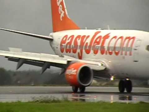 Crosswinds & Bad Weather at London Luton Airport (UK)
