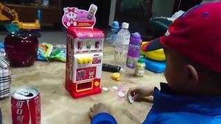 剛回到台北就開始在客廳玩玩具乖乖賣飲料小乖賣火鍋扮家家酒