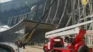 После аварии на сибирской ГЭС в Енисей  вытекло масло(После аварии на Саяно-Шушенской ГЭС в Енисей произошла утечка около 40 тонн масла. Масляная пленка растянула..., 2009-08-22T02:43:06.000Z)