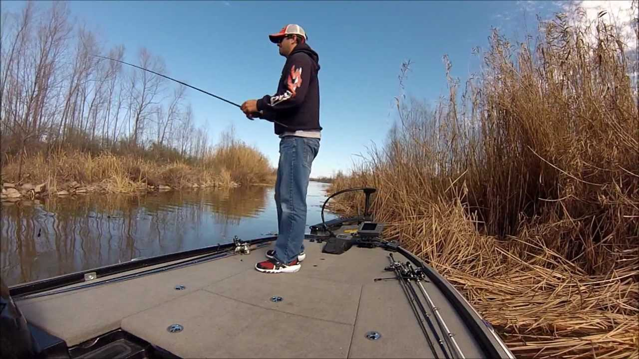 Red river bass fishing prespawn hydrowave at work youtube for Joe pool lake fishing report