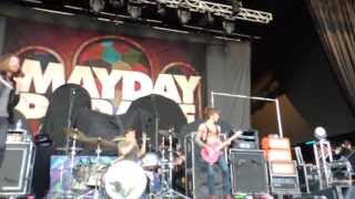 Somebody That I Used To Know - Mayday Parade ft. Vic LIVE (Pittsburgh HD Barricade)