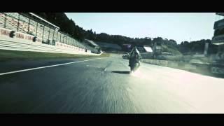Yamaha lança a YZF R1 2015 na Itália We R1