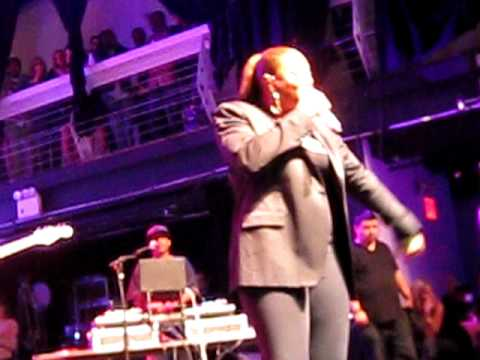 Queen Latifah- UNITY with Common and  The Roots Live
