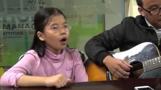 HÀ NỘI 12 MÙA HOA - Thể hiện: Thục Anh (4A3 - Tiểu học Ban Mai) - Guitar: Trà Hiếu