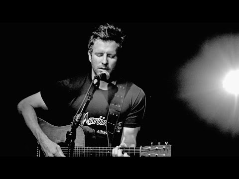 Dierks Bentley- I'll Be The Moon (Lyric Video)