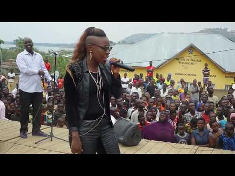 Son Excellence Pierre Nkurunziza chante avec Natacha Uburundi Bwacu