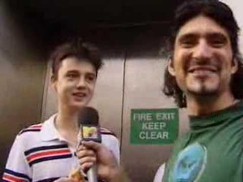 Peter Doherty queues for Oasis album