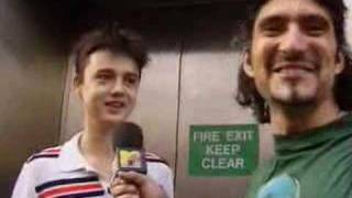 Peter Doherty queues for Oasis album