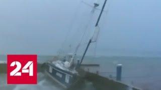 Последние минуты на плаву: появилось видео тонувшей на причале яхты в Геленджике - Россия 24