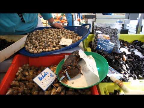 Bastille Sunday Morning Market in Paris 07/08/2011