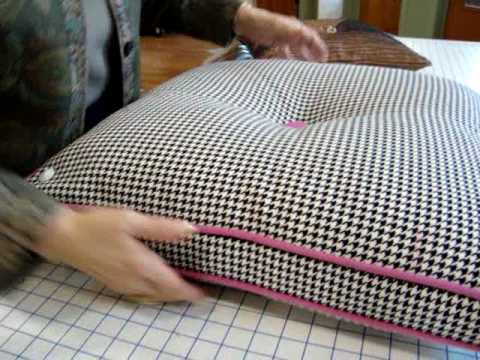 How To Make A Throw Pillow With Invisible Zipper : Haberman Fabrics - Invisible Zipper on Pillows with Welting - YouTube