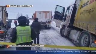 Снегом заметённые. Обильные осадки парализовали движение на 50 трассах страны