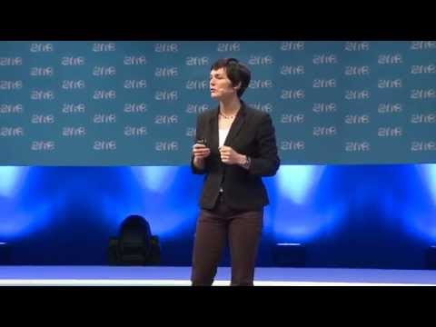 Circular Economy with Dame Ellen MacArthur – The One Young World Summit 2014
