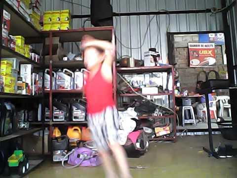 Mi hermano baylando-Michael Muñoz