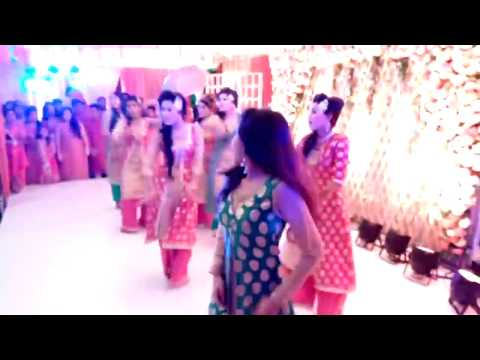 Girls dancing on wedding with Otilia-Bilionera song