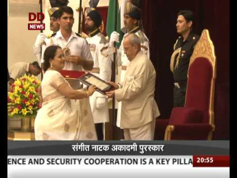 President presents Sangeet Natak Akademi awards 2015