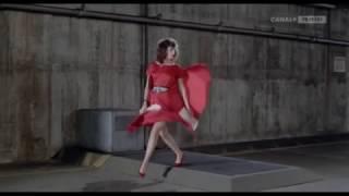 Женщина в красном 480p