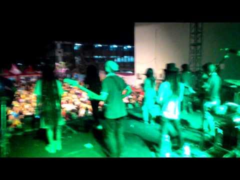Mama say reggae live UNTAG surabaya - sudah-sudahl
