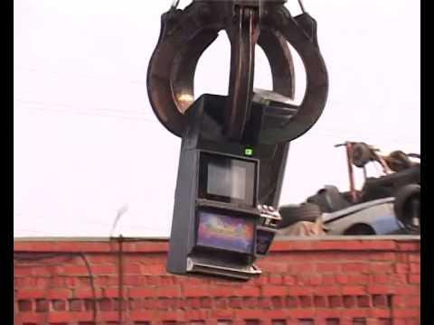Полицейские уничтожили изъятые в Алексине игровые автоматы