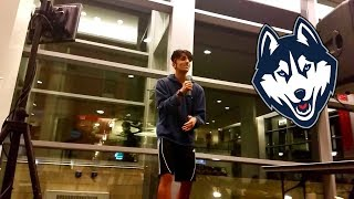 CRAZY INDIAN KID SCREAMS LOUDLY AT KARAOKE NIGHT TO A THUNDEROUS APPLAUSE! (UConn 2017)