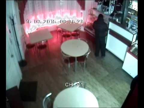 Вооруженный пистолетом мужчина пытался ограбить придорожное кафе
