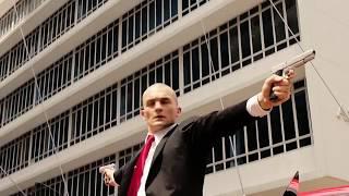 Сцена из фильма Хитмэн: Агент 47 / Машину 47-го загоняют на перекрёсток, при помощью гарпунов