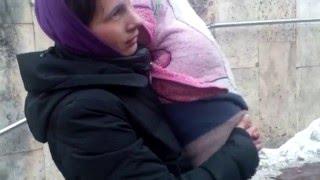 Banda agresiva exploateaza copii pentru cersit - Curaj.TV