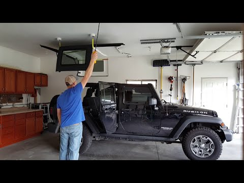 Concealed Jeep hardtop lift with electric hoist