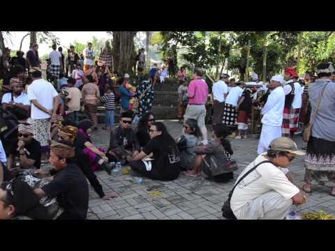 Happy & Funny Cremation on Bali!:)