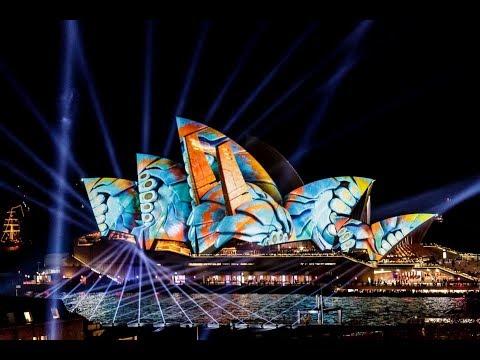 Stunning projections on landmarks around the world