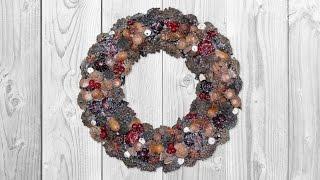 Новогодний венок на дверь в экостиле. Мастер-класс(Делаем новогодний венок на дверь из природных материалов. Красота венка — в грамотно расположенном декоре..., 2015-11-17T04:54:02.000Z)
