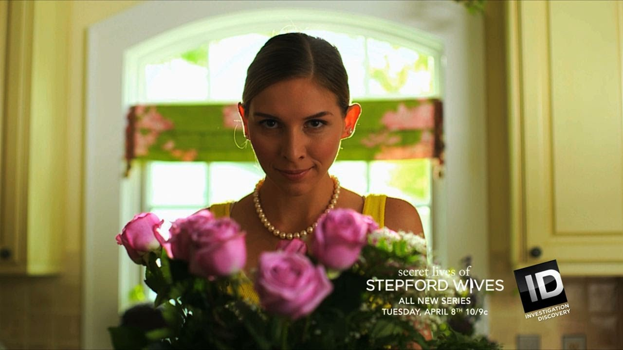 Download EXTENDED SNEAK PEEK: Secret Lives of Stepford Wives | New Series - Tue Apr 8 10/9c