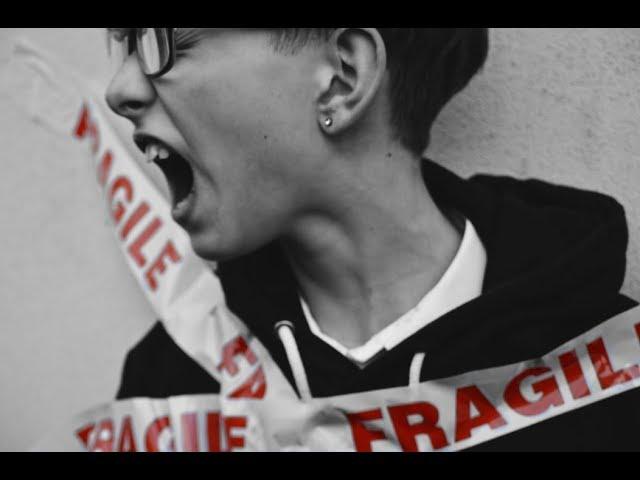 Ragazzine devastano pronto soccorso a Milano | FOCUS | Studio Salem