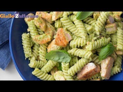 Fusilli al pesto di zucchine con salmone - Ricetta in 1 minuto