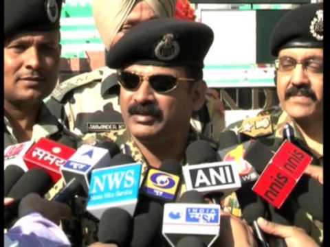 04 Nov 2013 - India, Pakistan Troops Exchange Sweets at Border on Diwali