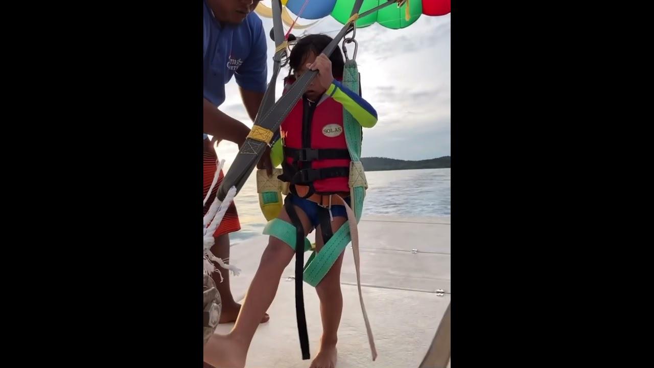 Download Berani matin sambil menjerit naik belon udara atas laut