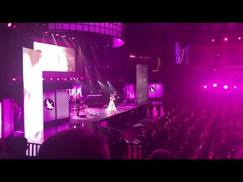 Kari Jobe singing The Garden at the 2017 Dove Awards