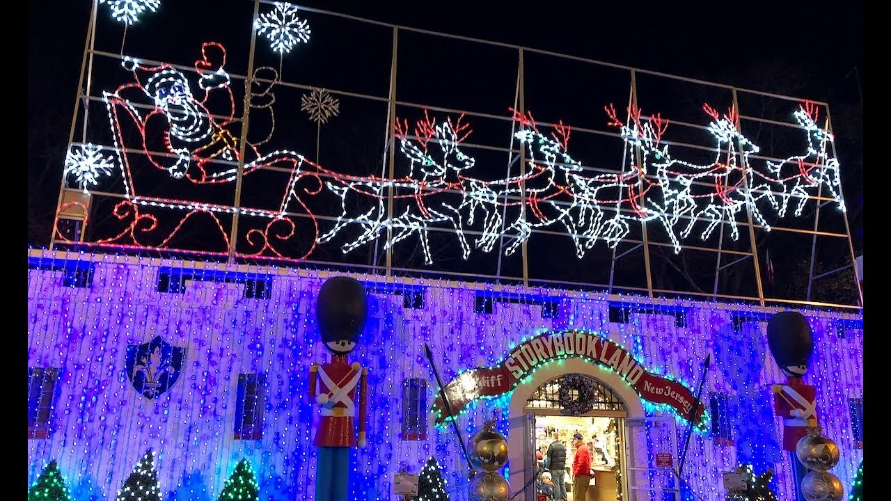 storybook-land-creates-a-1-000-000-light-display-for-the-holidays