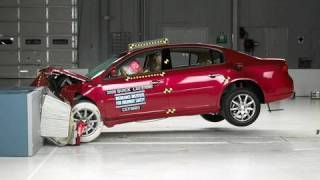 2006 Buick Lucerne moderate overlap IIHS crash test